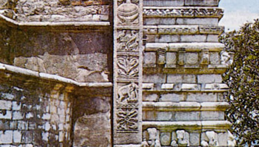 The sculptures of the Vahalkada  The frontpieces of the Stupas